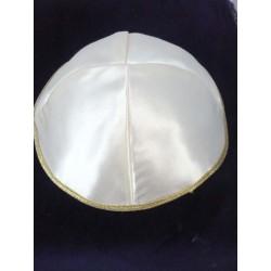 Kippa blanche satinée lisière dorée